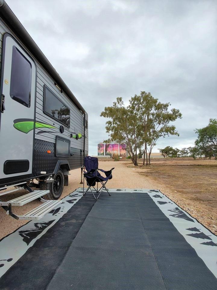 Thallon camping